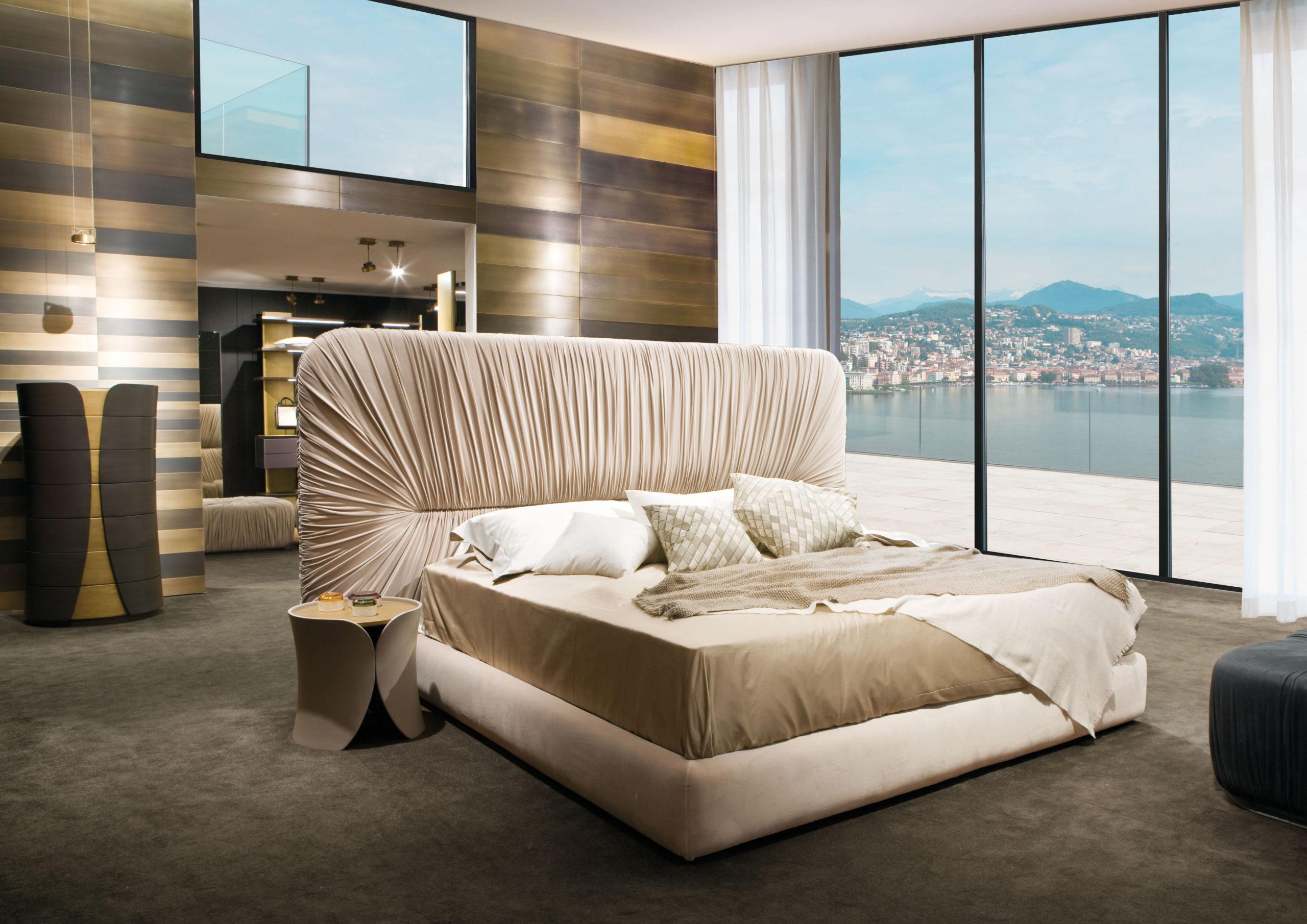 Drape Bed, Laurameroni
